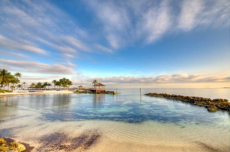 Playa por la mañana de Nassau foto de archivo