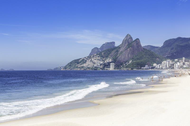 Playa por la mañana, Rio de Janeiro de Ipanema fotografía de archivo