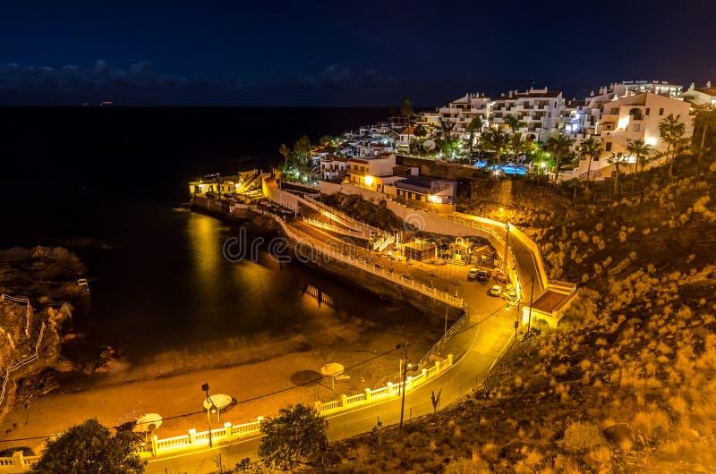Playa Puerto de Сантьяго на ноче стоковое изображение