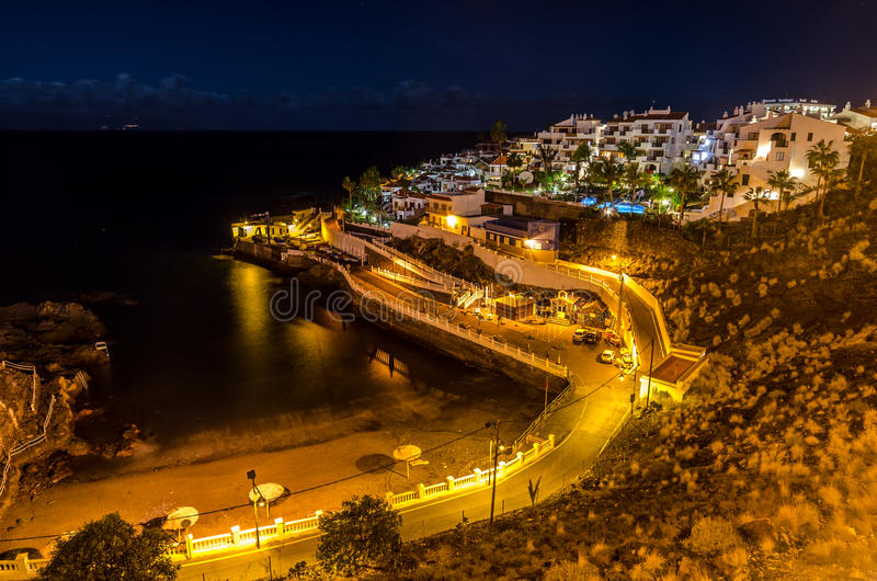 Playa Puerto de Santiago alla notte immagine stock