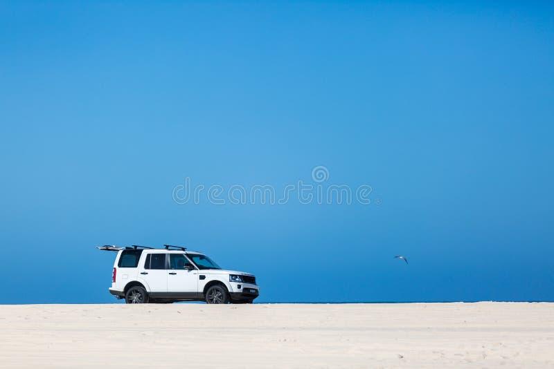 Playa que conduce 4x4 fotos de archivo