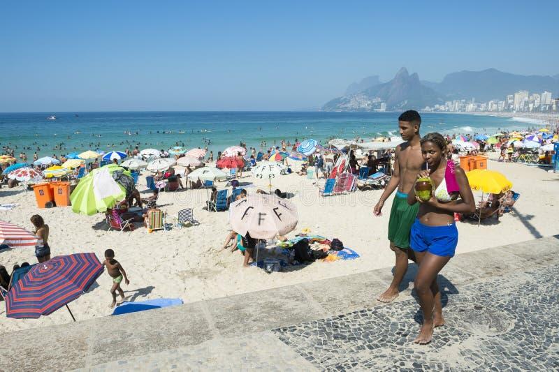 Playa Rio de Janeiro de Ipanema de la escena del verano fotografía de archivo