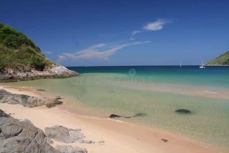 Playa rocosa del Nai Harn del extremo imagen de archivo libre de regalías