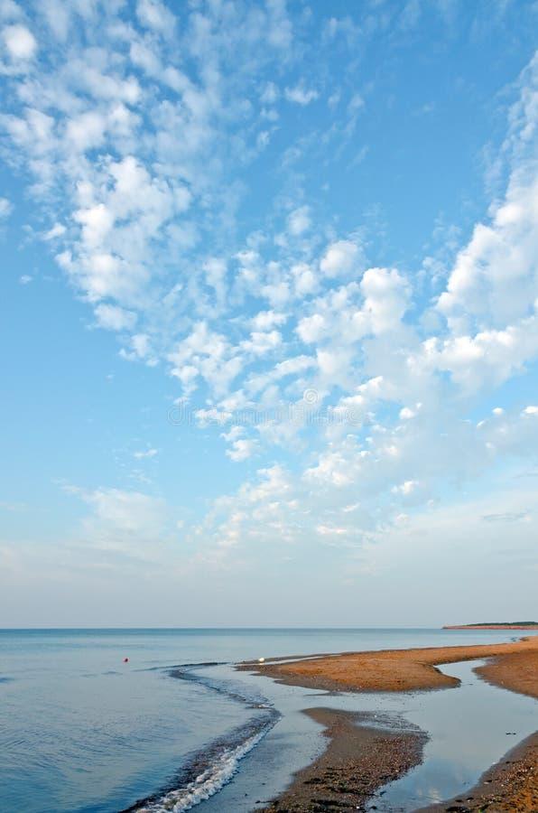 Playa roja de la arena imagenes de archivo