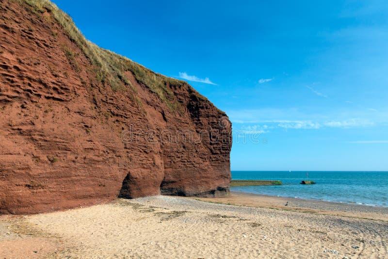 Playa roja de la roca cerca de Dawlish Warren Devon imagen de archivo