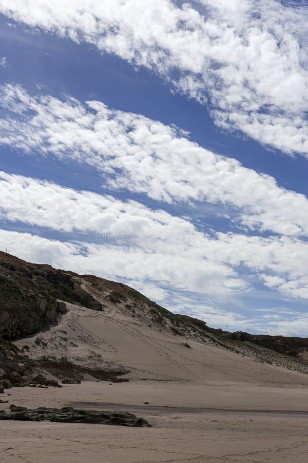Playa salvaje típica en Tánger imagen de archivo libre de regalías