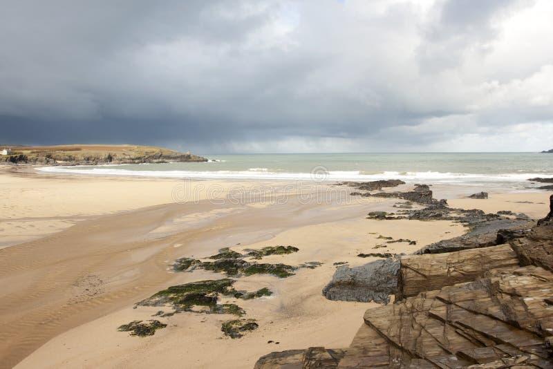 Playa tempestuosa imagen de archivo