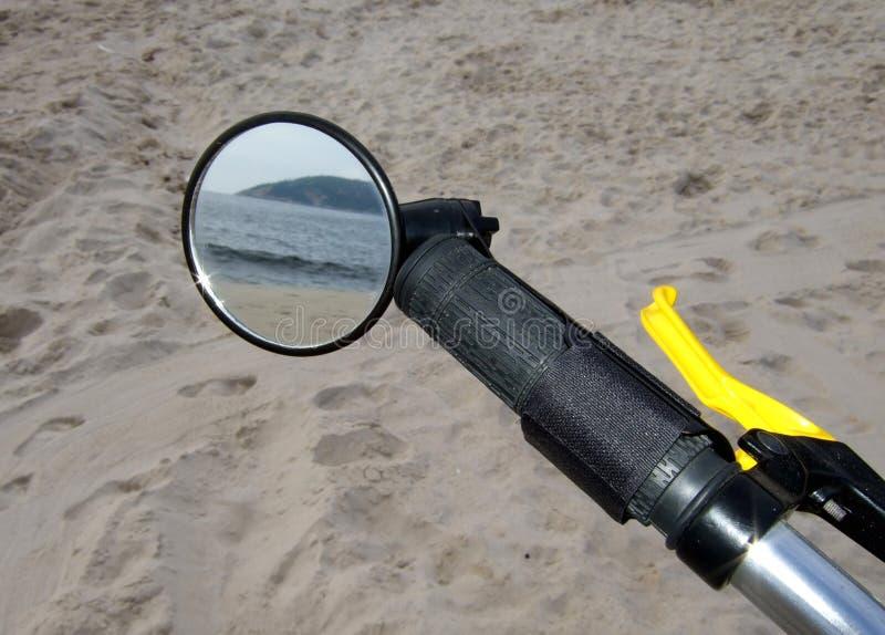 Download Playa A Través Del Espejo De La Bici Imagen de archivo - Imagen de hermanos, alegría: 7151557