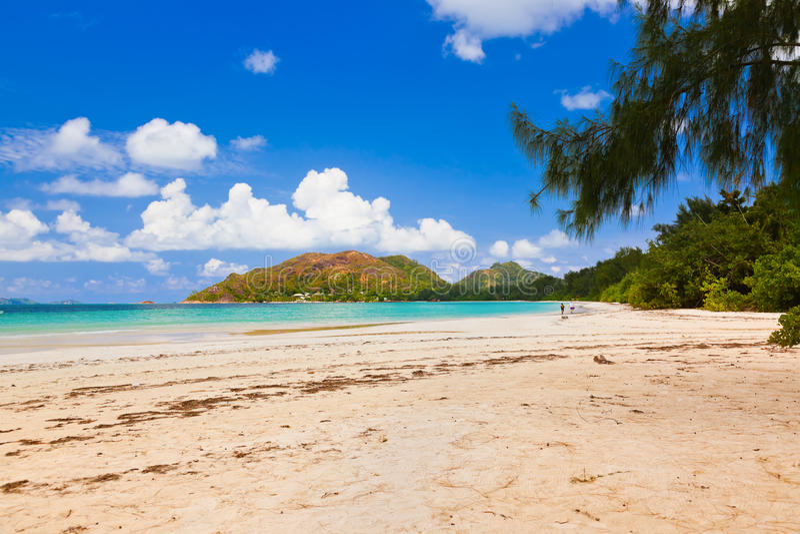 Playa tropical Cote d'Or - isla Praslin Seychelles imagenes de archivo