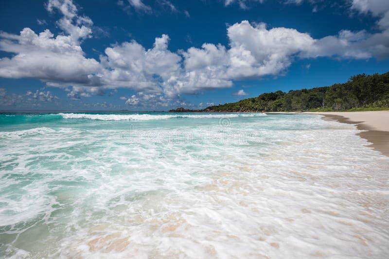 Playa tropical de los Cocos de Anse, isla de Digue del La, Seychelles foto de archivo libre de regalías