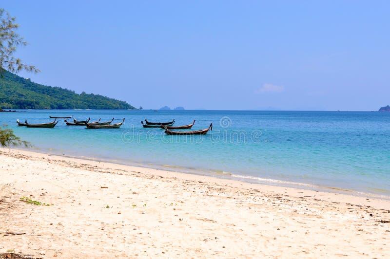 Playa tropical en Krabi, Tailandia fotos de archivo libres de regalías