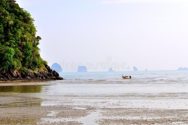 Playa tropical en Krabi, Tailandia fotos de archivo