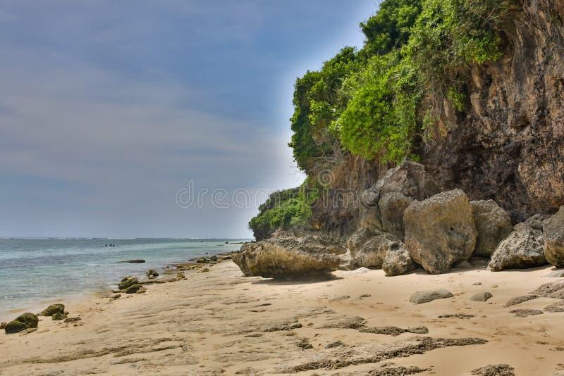 Playa tropical en la puesta del sol - fondo de la naturaleza en Bali imágenes de archivo libres de regalías