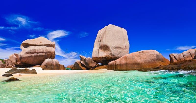 Playa tropical en Seychelles fotografía de archivo libre de regalías