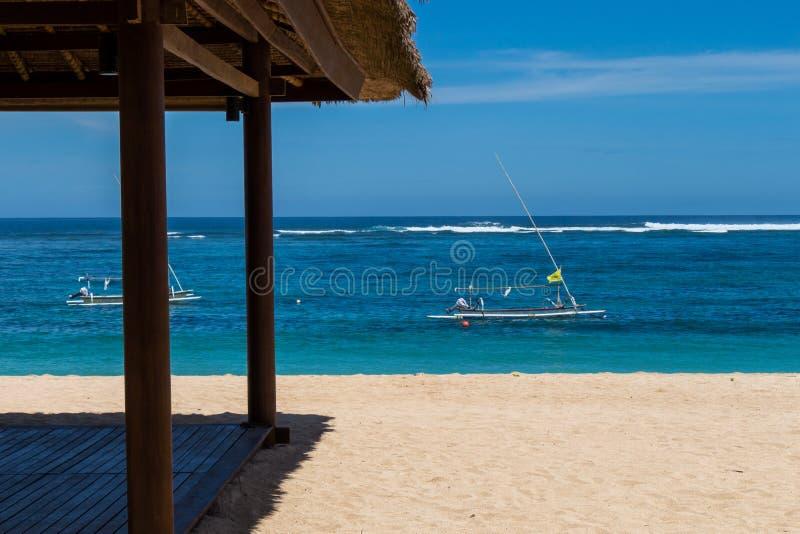 Download Playa Tropical Hermosa Con La Vegetación Enorme Foto de archivo - Imagen de cubo, belleza: 41909064