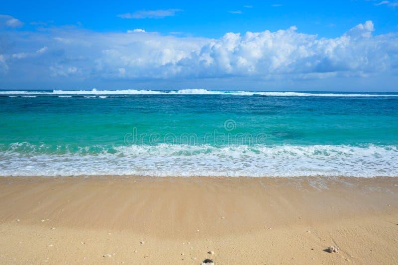 Playa Ungasan de Melasti Bali, Indonesia foto de archivo libre de regalías