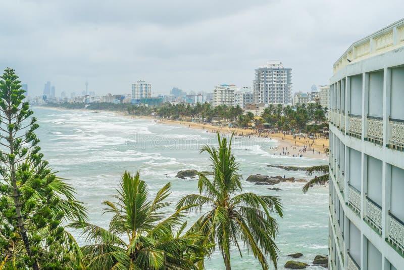 Playa y ciudad de Colombo, Sri Lanka fotos de archivo