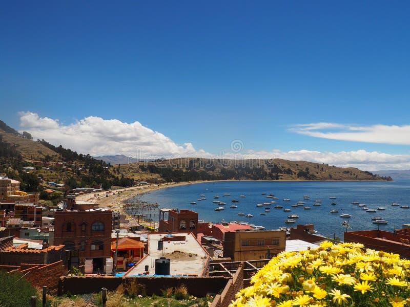 Playa y el lago Titicaca Bolivia de Copacabana fotografía de archivo libre de regalías