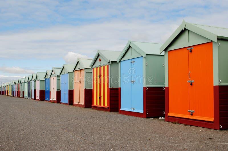 Playa y embarcadero de Brighton Chozas en una fila imagen de archivo libre de regalías
