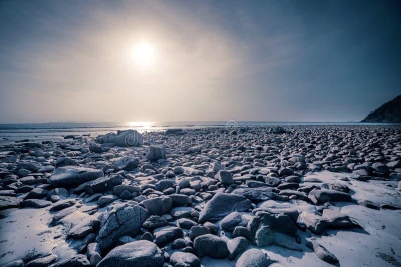 Download Playa y mar tropical foto de archivo. Imagen de modelo - 41919606