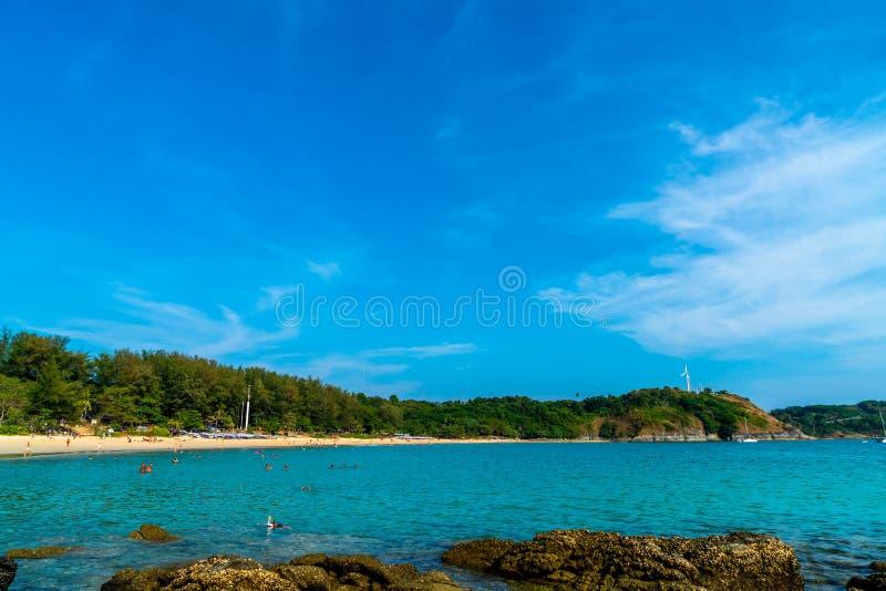 Playa y mar tropicales hermosos foto de archivo