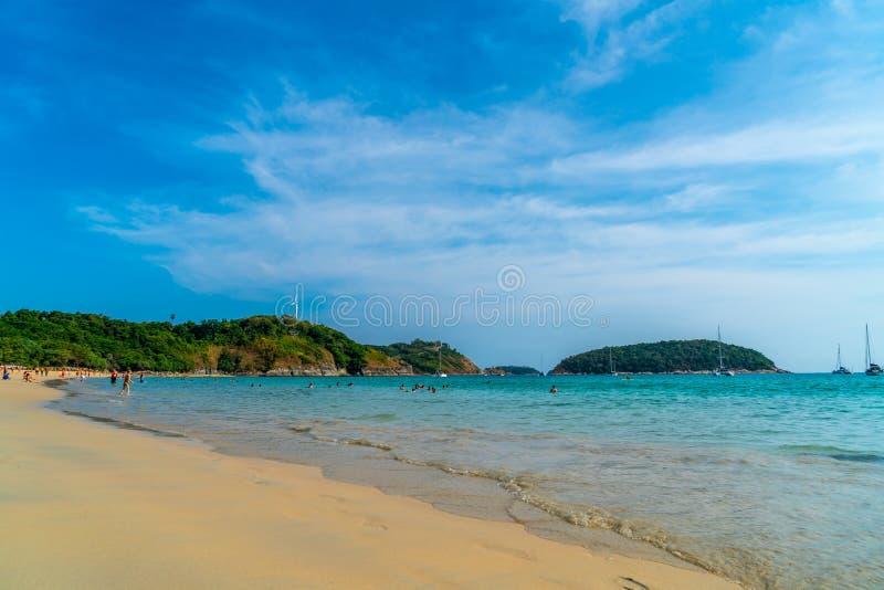 Playa y mar tropicales hermosos imagen de archivo