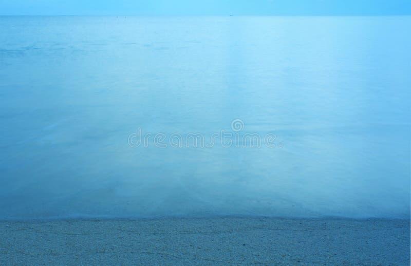 Playa y onda de la arena fotografía de archivo libre de regalías