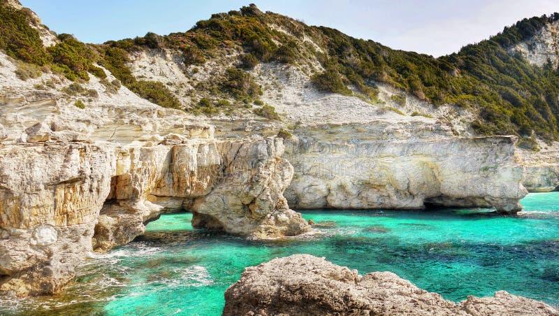 Playas del paisaje de la costa, islas griegas, Cícladas foto de archivo