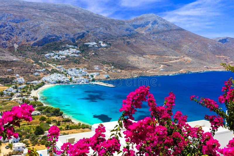 Playas griegas imponentes en la isla de Amorgos, bahía de Aegialis, Cícladas imágenes de archivo libres de regalías