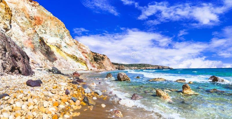 Playas hermosas de los Milos griegos de las islas imagenes de archivo