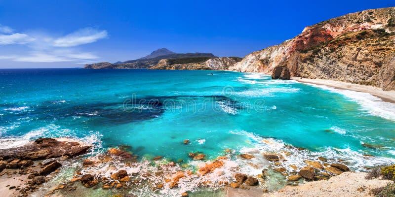 Playas hermosas de los Milos griegos de las islas, Cícladas fotografía de archivo libre de regalías