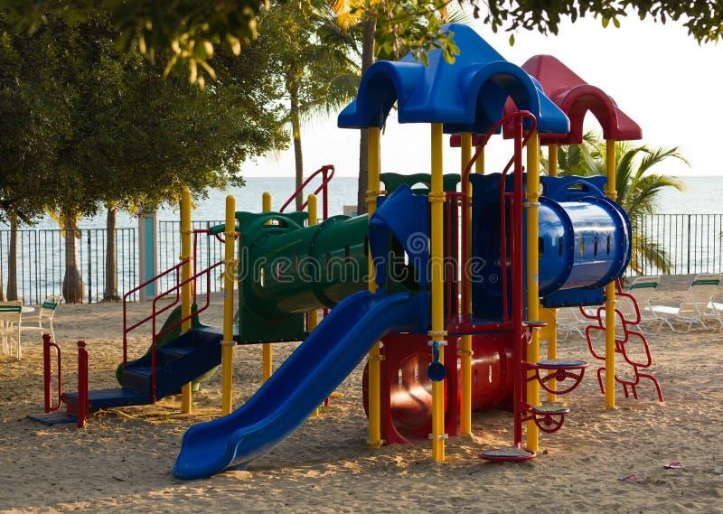 Playset dei bambini sulla spiaggia immagine stock