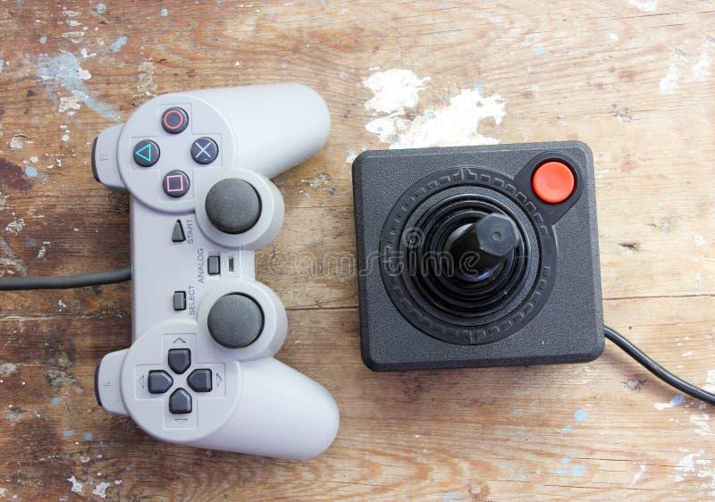 Playstation styrspak med tappningstyrspaken arkivfoton