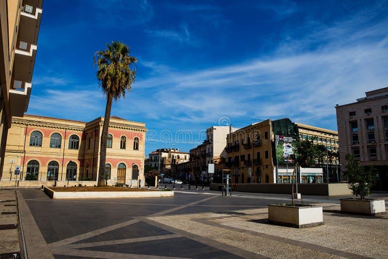Plaza του παλατιού της δικαιοσύνης στο Παλέρμο, Ιταλία στοκ εικόνες