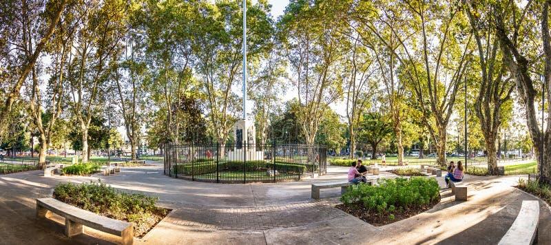 Plaza Arenales in villa Devoto a Buenos Aires, Argentina immagine stock