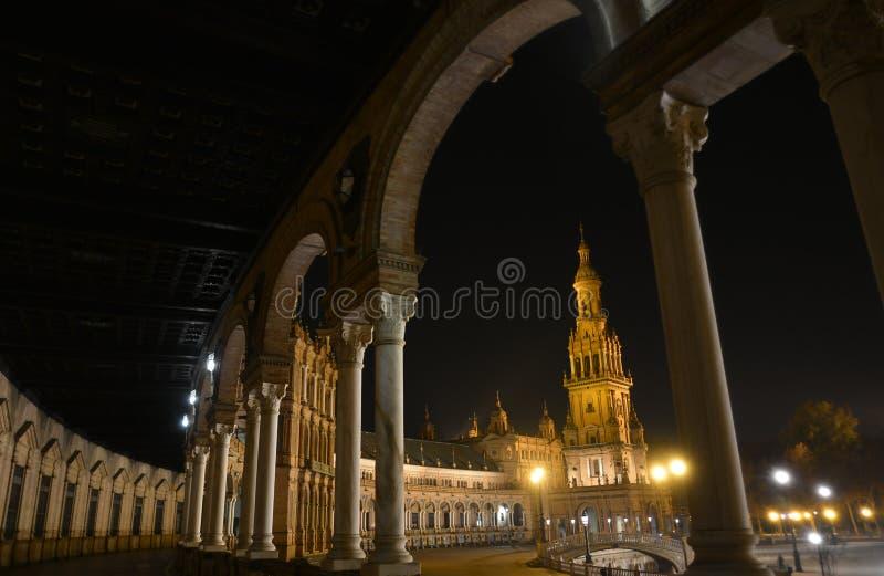 A Plaza bonita De Espana em Sevilha, uma noite de verão foto de stock