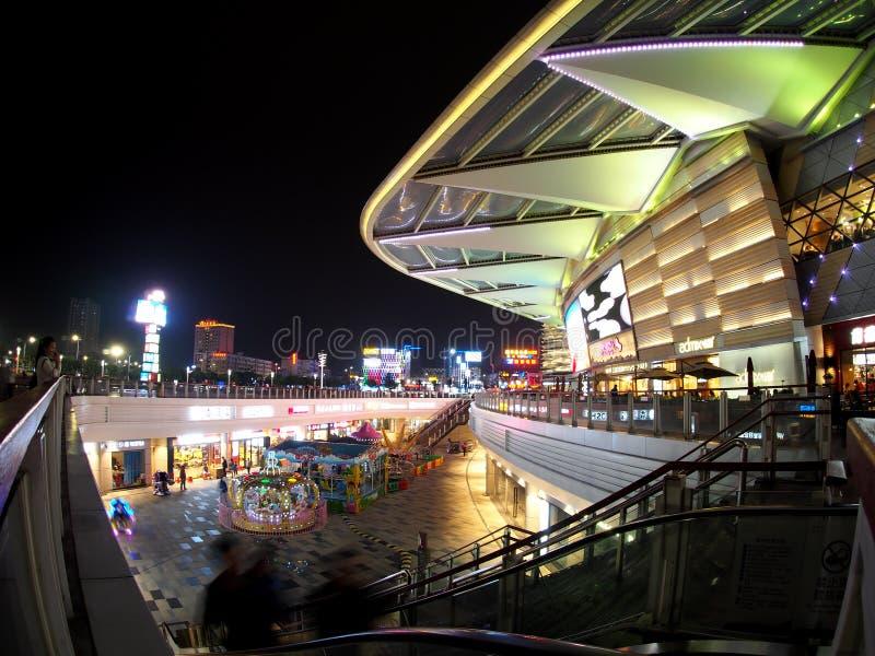 Plaza comercial de HUAFA, shopping complexo enorme na cidade de ZHUHAI, CNINA imagens de stock royalty free