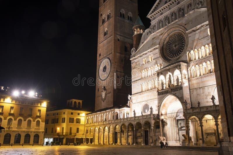 Plaza da catedral na noite, Cremona imagem de stock