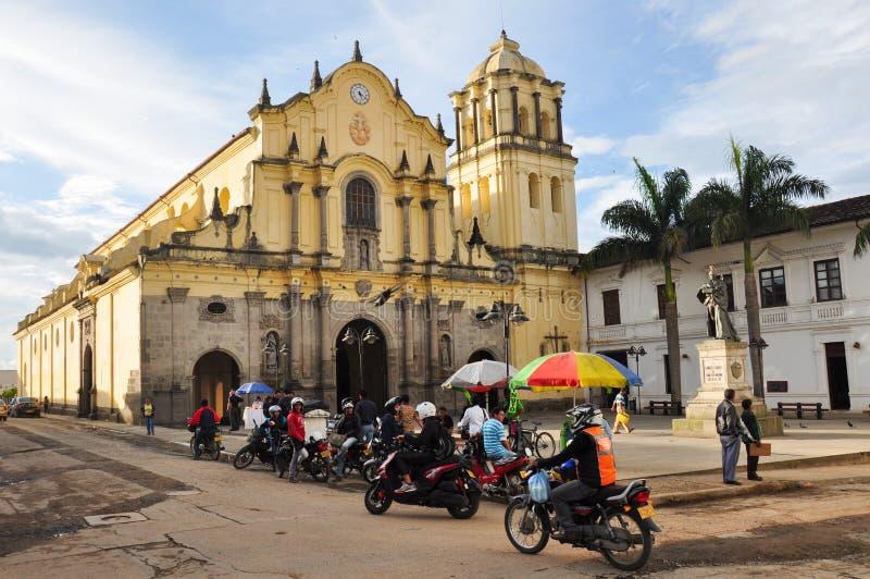 Plaza da igreja de San Francisco em Popayan, Colômbia imagens de stock
