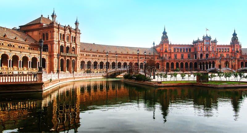 Plaza de西班牙,塞维利亚,西班牙全景是一个可爱的春天早晨 免版税图库摄影