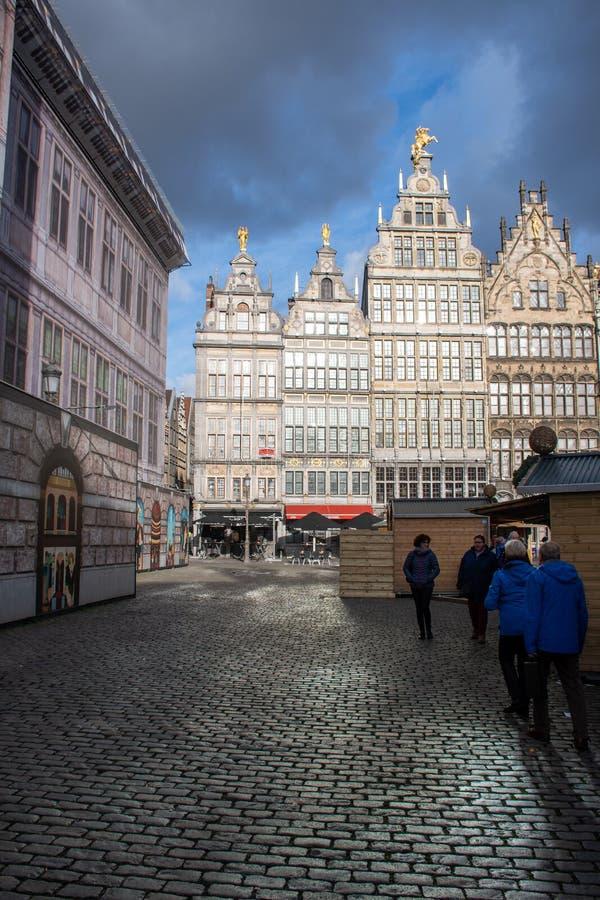 Plaza de Amberes con las paradas de la Navidad fotografía de archivo libre de regalías