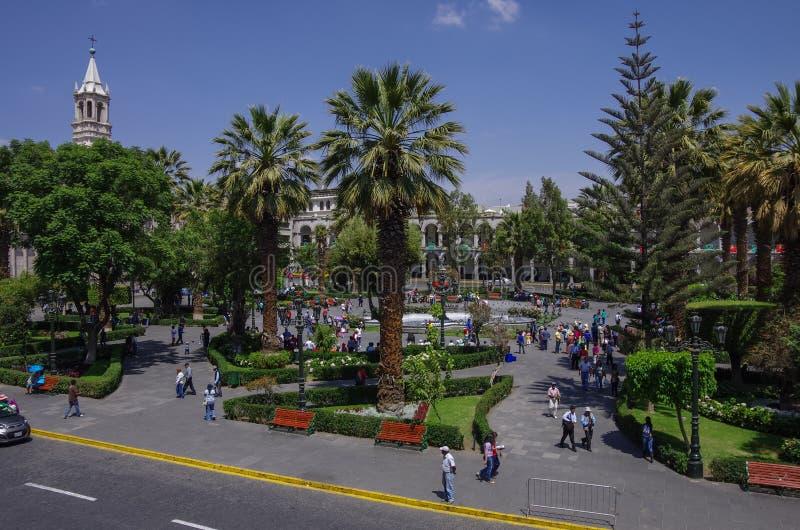 Plaza de Armas fyrkant med basilikadomkyrkan av Arequipa, Arequ arkivbild