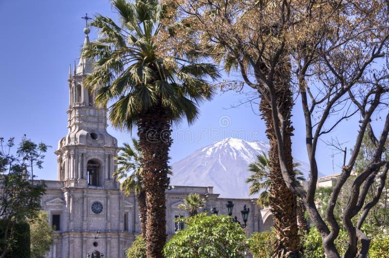 Plaza DE Armas met de vulkaan van Gr Misti, Arequipa royalty-vrije stock fotografie
