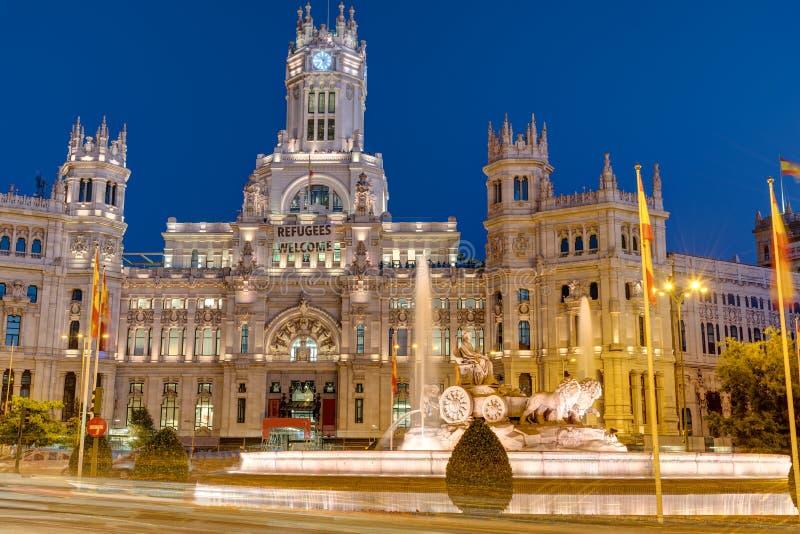 Plaza de Cibeles i Madrid på natten royaltyfria bilder