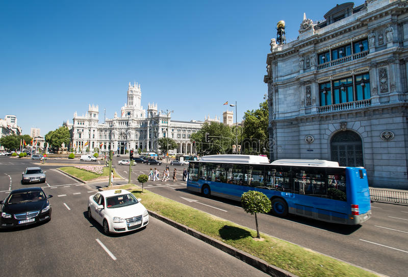 Download Plaza de Cibeles in Madrid redaktionelles stockbild. Bild von spanien - 26371344