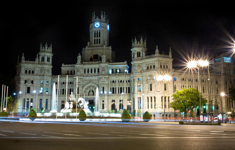 Plaza de Cibeles in Madrid, Spain at night. With Cibeles Fountain and the Royal Mail office in the background (Palacio de Comunicaciones or Correos royalty free stock images