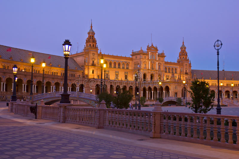 plaza de Espa ?a在晚上,塞维利亚,西班牙 免版税库存图片