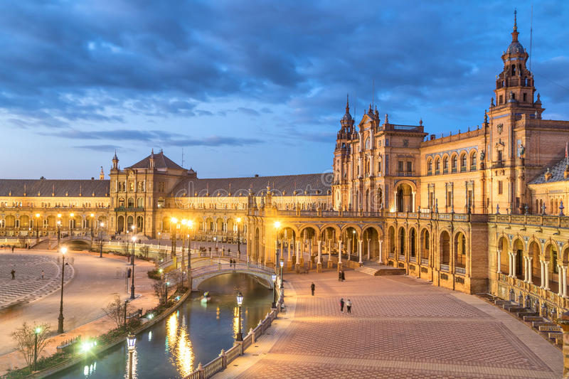 Plaza de Espana am Abend in Sevilla stockbild