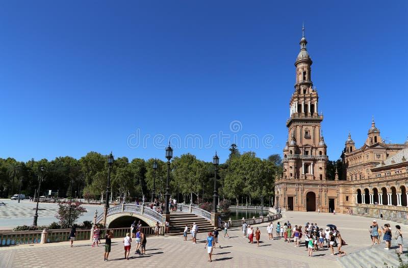 Plaza de Espana et place espagnole de touristes en Séville, Andalousie, Espagne photographie stock libre de droits