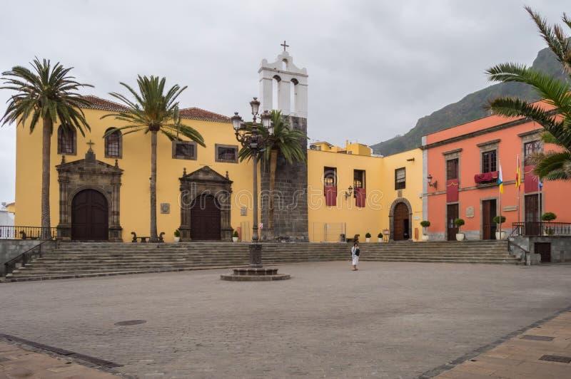 Plaza de Garachico con la fachada de un convento anterior fotografía de archivo